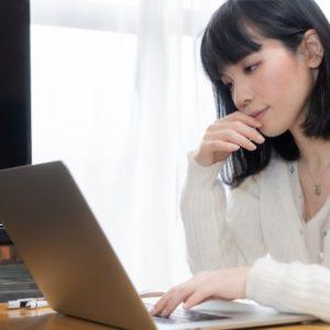 ワードプレスのブログでの集客に取り組む女性